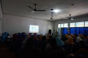 Penyampaian materi tentang kurikulum dan manajemen di Pre School IIS PSM Magetan