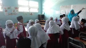 Permainan di dalam kelas oleh Departemen AlQis dibantu Ummi Team