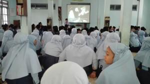 Nonton bareng video tentang sejarah Indonesia oleh Departemen Humanities